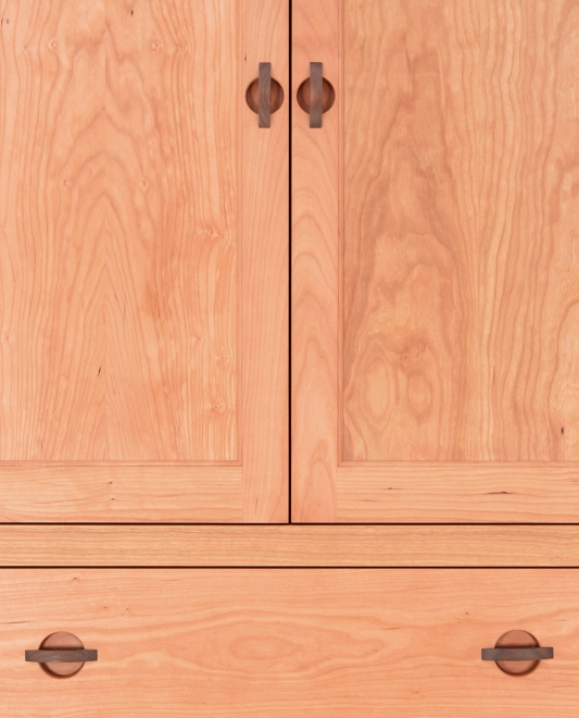 Armoire 3 Drawer Harvestmoon Cherry detail 2