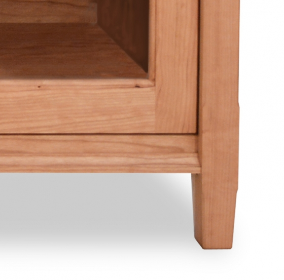 TV Console 2 Shaker Cherry Detail 2